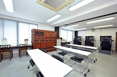 モノトーンの教室